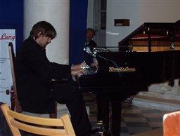 Davide Cabassi spielt den Wendl&Lung Flügel Concert I 218